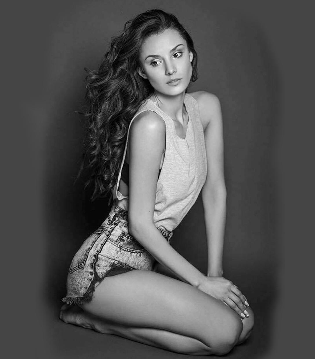 Penelope Saenz Nude Photos 16